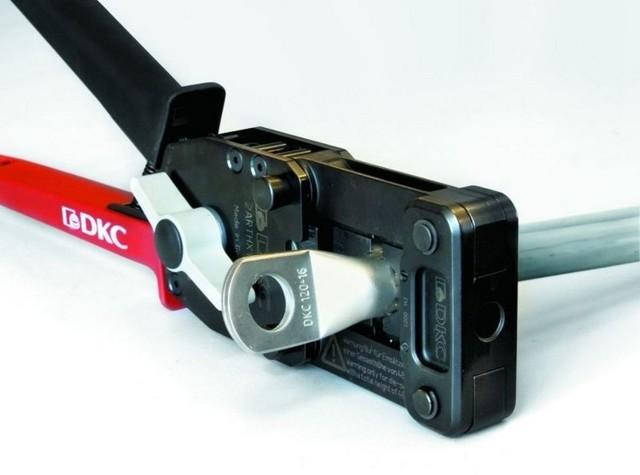 Какие инструменты нужны для выполнения электромонтажных работ