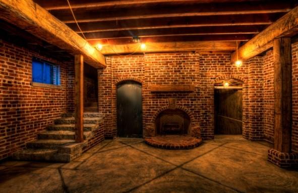 Как безопасно сделать освещение в подвале гаража и жилого дома