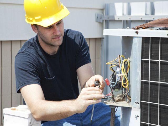 Электромонтажные работы при подключении к электросети загородного дома