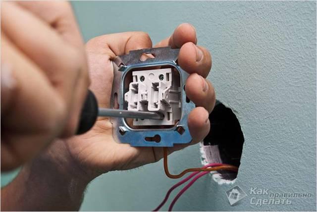 Как заменить выключатель освещения