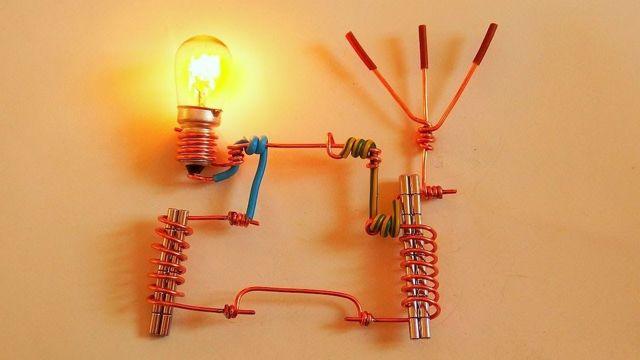 HITACHI получает электричество из воздуха